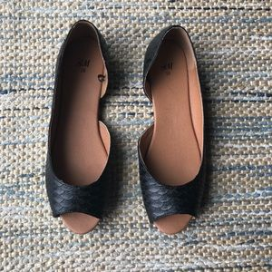 Black peep-toe flats